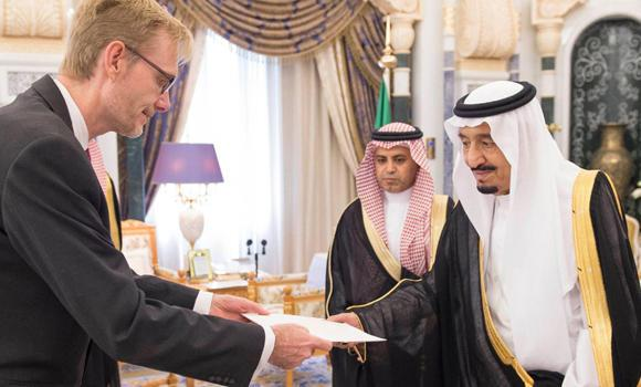 Ambassador of Denmark Ole Frijs-Madsen presents his credentials to Custodian of the Two Holy Mosques King Salman at Al-Yamamah Palace in Riyadh on Wednesday.