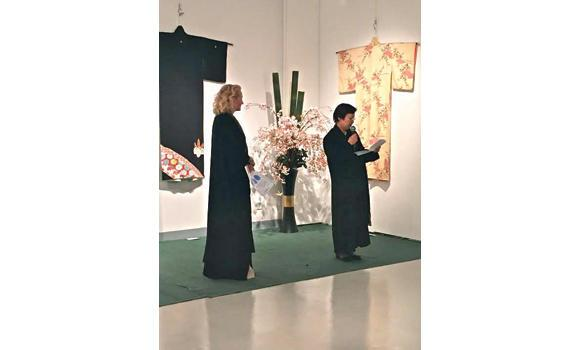 Keiko Okuda, wife of Japanese Ambassador Norihiro Okuda, with a guest at the abaya competition organized to mark six decades of Saudi-Japan diplomatic ties.