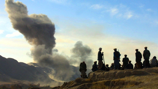 Hundreds of Taliban militants closed in on Kunduz city in Afghanistan.