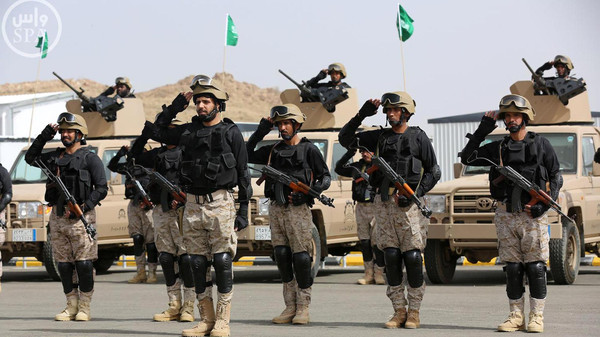 """Royal Saudi Land Forces and units of Special Forces of the Pakistani army take part in a joint military exercise called """"Al-Samsam 5"""" in Shamrakh field, north of Baha region, southwest Saudi Arabia, March 30, 2015."""