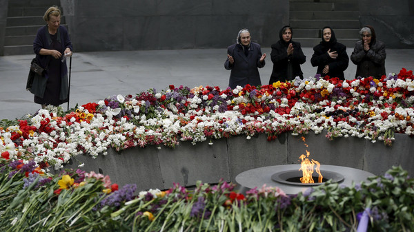 People mourn at the Tsitsernakaberd Armenian Genocide Memorial Museum in Yerevan, April 21, 2015.