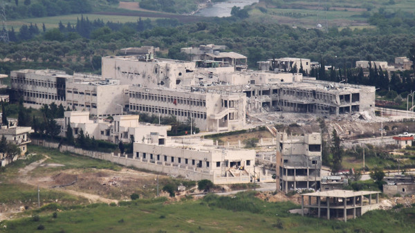 A general view shows a besieged hospital, the last remaining Syrian army foothold in the town of Jisr al-Shughour, in the province of Idlib May 3, 2015.