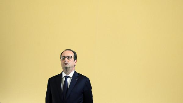 Hollande will meet Qatar's Emir Sheikh Tamim bin Hamad al-Thani before flying to Saudi Arabia.