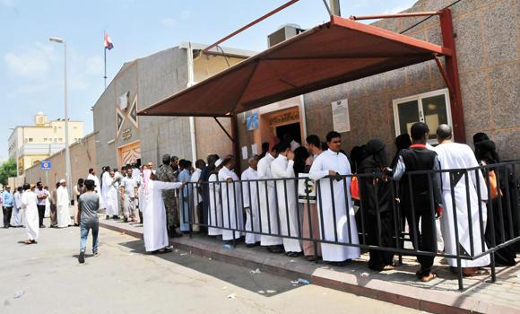 Yemenis queue outside the Yemeni Consulate in Jeddah. (SPA)