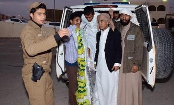 Detained beggars come out of a police van.