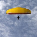 Arab Israeli paraglider flies into Syria, possibly to join rebels