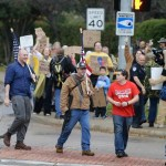 Protesters with rifles rally outside Texas mosque