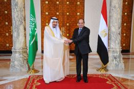 A picture released by the Egyptian Presidency on April 7, 2016 shows Egyptian President Abdel Fattah al-Sisi (R) meeting with Saudi King Salman bin Abdulaziz in the capital Cairo