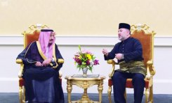 King Salman holds talk with Sultan Mohammed V, king of Malaysia, in Kuala Lumpur on Sunday.