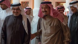 During his meeting with both the Bahraini and Malaysian leaders, Saudi King Salman reviewed fraternal ties between their countries.