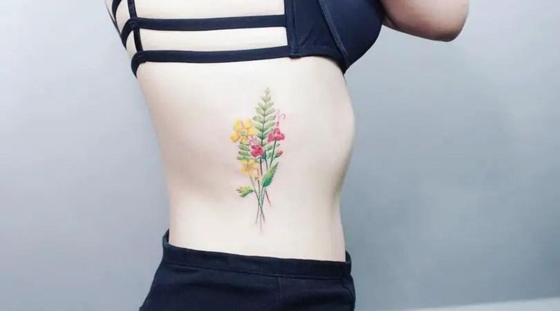 Alucinantes Ideas Para Tatuajes De La Costilla Para Mujeres