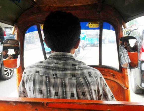 Naik-Bajaj-di-Jakarta