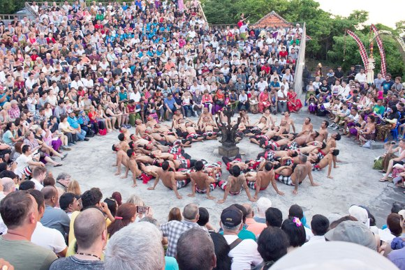 Tari Kecak Uluwatu Bali Honeymoon