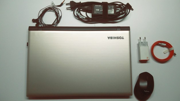 laptop toshiba dan charger handphone one plus new