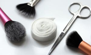 كيفية تنظيف فرشاة المكياج والمحافظة عليها