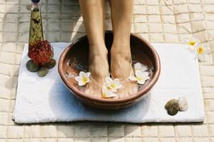 ثلاث وصفات لحمام استرخاء قدميك والعناية بهما