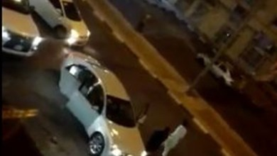 Photo of فيديو: شاب يطلق النار على مواطنين في تبوك وسط صرخات فتاة