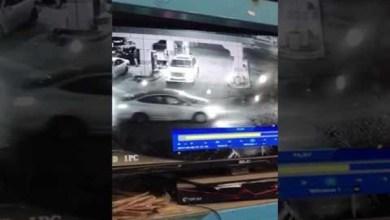 Photo of فيديو: قائد سيارة يتسبب في انفجار مضخة وقود بالمجمعة بعدما تحرك أثناء تعبئة سيارته