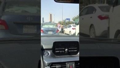 Photo of فيديو: مضاربة بالعقال والعصا على طريق الملك فهد بالرياض