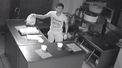 Photo of فيديو: لصان يدخلان مطعماً بجدة لسرقته ويحطمان كاميرا المراقبة بعد اكتشافها