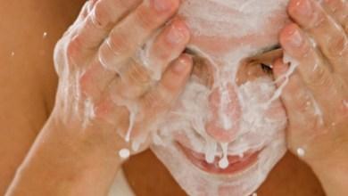 Photo of تجنبي هذه الأخطاء عند غسل الوجه في فصل الشتاء