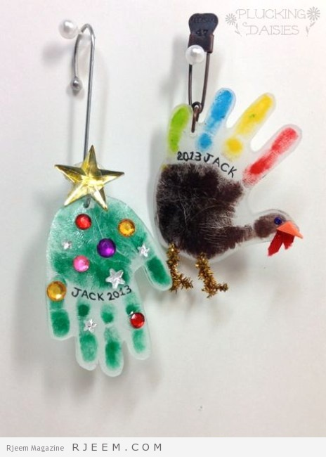 Holiday Handprint Charms : A fun craft for kids, use them to make ornaments or heartfelt holiday gifts! | PluckingDaisies.com