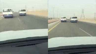 Photo of فيديو: سائقا حافلتين تقلان طالبات يتلاعبان على الطريق بسرعة جنونية