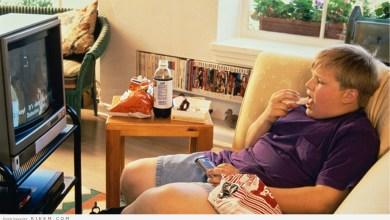 Photo of دراسة: الوجبات السريعة والتلفاز تحالف ضار بصحتك