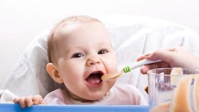 Photo of لا تطعمي طفلك من هذه المأكولات قبل العام الأول