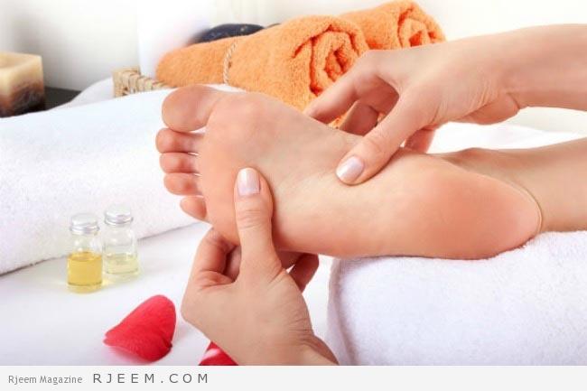 Photo of ماذا يحدث عند وضع الزيوت العطرية على باطن القدم ؟