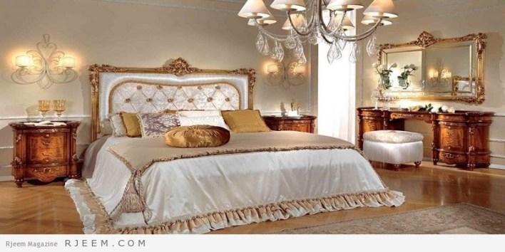 غرف نوم كلاسيك ذهبية اللون