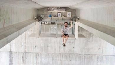 Photo of مصمم يبني مكتباً معلقاً سرياً تحت جسر في إسبانيا