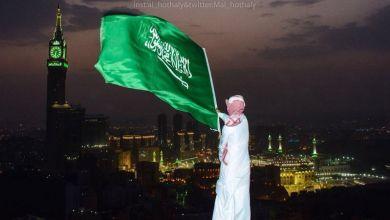 Photo of شاهد: صوراً للعلم السعودي خفاقاً من جبل شاهق بمكة