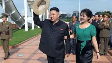 Photo of شاهد: زوجة زعيم كوريا الشمالية تغني للجنود من أجل الثورة