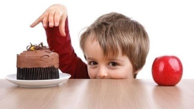 Photo of تذكّر هذه الأمور عند تقديم الحلوى إلى طفلك