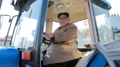 """Photo of زعيم كوريا الشمالية يستبدل الصواريخ بـ""""الجرارات"""""""