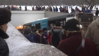Photo of روسيا: مقتل 4 إثر اقتحام حافلة صغيرة ممراً أرضياً في موسكو