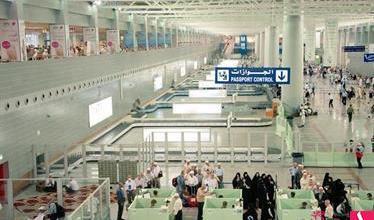Photo of سيدة أفريقية مرحّلة تضع مولودها في مطار الملك عبدالعزيز الدولي بجدة