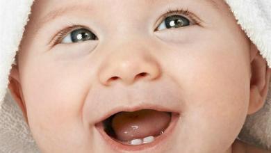 Photo of هل التسنين يسبب ارتفاع حرارة الطفل؟