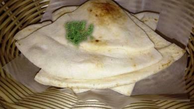 Photo of هل يجب التخلص من الخبز اذا تعفن جزء صغير منه؟