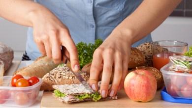 Photo of دراسة حديثة: المراهقون الذين يتعلمون الطبخ يميلون لاحقًا نحو الأغذية الصحية