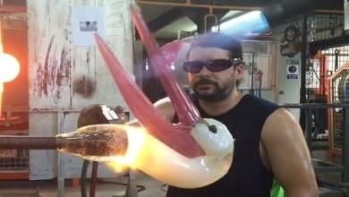 Photo of بالفيديو: يصنع نماذج مدهشة للحيوانات من الزجاج