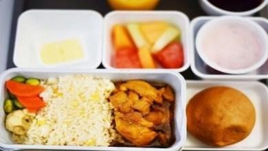 Photo of حيلة بسيطة لتجعل طعام الطائرة أفضل طعماً