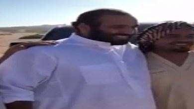 Photo of لقاء عفوي لولي العهد مع مجموعة مواطنين (فيديو)