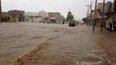 Photo of إزالة آثار الأمطار التي هطلت على مركز الشبحة بأملج