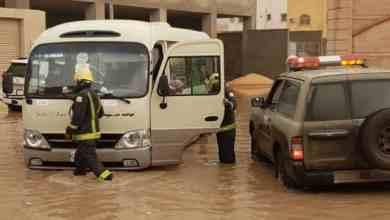 Photo of أمطار القصيم تدفع إلى المطالبة بتعليق الدراسة.. هذا ما حدث لحافلة مدرسية