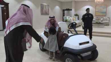 Photo of في لقطة نادرة.. الفغم يبتسم خلال استقبال الملك سلمان لـ طفلة القريات -صور