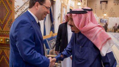 Photo of بالصور: خادم الحرمين يستقبل رئيس الحكومة التونسية ويقيم مأدبة غداء تكريماً له