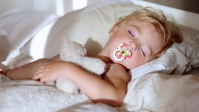 Photo of كيف تُدرِّيبين رضيعك على النوم في سريره و عدم الاستيقاظ خلال الليل في ٦ خطوات