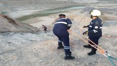 Photo of شرطة رأس الخيمة تنقذ مواطنين سقطا في منحدر جبلي عميق